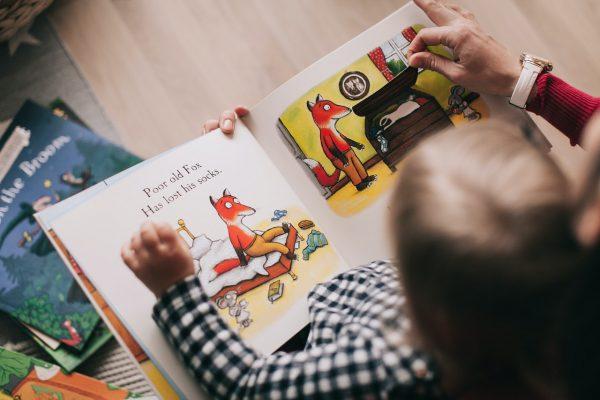 Érdemes a gyerekeknek mesélni